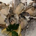86605426 - 本日のおすすめ生牡蠣3種類×2個セット(税別2736円:時価)