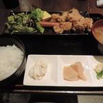 鳥牛 - ランチの唐揚げ定食