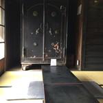 岡直三郎商店 - 開けてみたくなりますねぇ(笑)