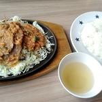 ステーキのどん - 豚ロースピリ辛味噌鉄板焼ランチ¥880 (ライス、スープおかわり自由)