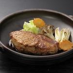 豚料理専門店 銀呈 - メイン料理のステーキ