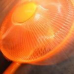 宙 - なぜっか真オレンジ色の扇風機が。。。