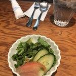 HANAMARU厨房 - サラダと600円の水