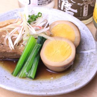 純米酒で煮込まれふわふわトロトロ…。名物豚の角煮は必食の味◎