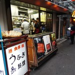 みやぎ軒 - 珍しく行列のない川栄の前に店はあります。