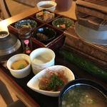 こめ太郎 - 料理写真:コシヒカリ御膳 1380円かな?米はうまい!おかずはもっとご飯に合わせてアツいものをチョイスしてほしい!