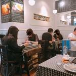 数寄屋バーグ - 総席数17席(カウンター3席、テーブル14席)の小規模店舗