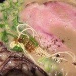 丸鶏 白湯ラーメン 花島商店 - 山椒など特製粉 コショウ