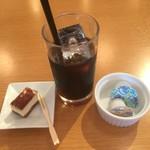 86641041 - 食後のアイスコーヒーとプチデザート