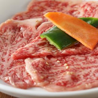 この道40年。上野氏が選ぶ肉は選りすぐりの最高級品ばかり