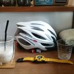 みんなのコーヒー - OGKカブトのヘルメット、黄色のGショック、タオルマフラー、フォックスのグローブ。