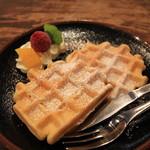 珈琲家 牧歌 - 料理写真:自家製ワッフル 200円