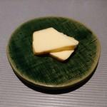 86656380 - 燻製チーズ