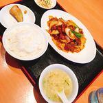 牡丹飯店 - 牛肉とエリンギ、長葱の四川炒めランチ