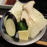 八輪 - 野菜盛 350円(税別)