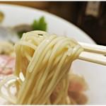 麺屋 我龍 - 小麦の風味の強い麺。