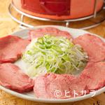 大山ホルモン - 食べ応え満点の厚切りタンを味わう『牛タン塩』