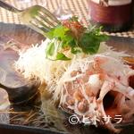 青藍 - スープの中にほんのり感じられる和風出汁で魚の美味しさを引き立てた『本日入荷の鮮魚の蒸し物 香港風』