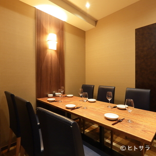 接待から家族のお祝い事まで、幅広く利用できる完全個室
