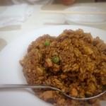 京華飯店 - 中国醤油で炒めた炒飯