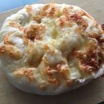 トーホーベーカリー - 塩パン チーズ