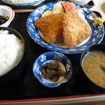 全国銘酒 たる松 本店 - アジフライ定食 ¥800-