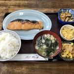 食事処 魚屋の台所 - 時鮭切身定食、1150円です。