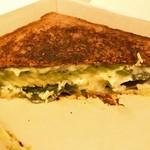 バイミースタンド - 牛肉の旨味とブルーチーズが良い感じ!スライスオレンジの酸味も♪