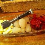 カレーアンドコーヒー・タイム - 付け合わせ3種(チーズ、らっきょ、福神漬)