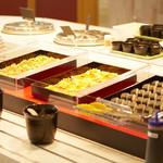 カフェテリア サンダンス - チラシ寿司はシャキシャキのレタスを手巻きでどうぞ