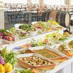 カフェテリア サンダンス - 野菜をたっぷり使用した約40種類のナチュラルブッフェです。