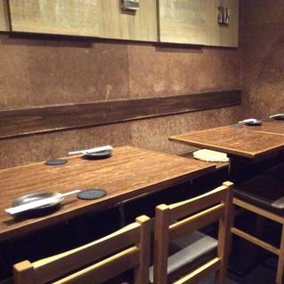 2階テーブル席:6名様~10名様(21卓、22卓)