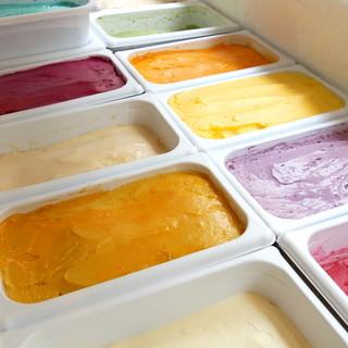 何十種類ものアイスクリームであなただけの味を♪