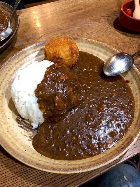 ラ カーニャ - カレー(サラダ スープ付)¥600 コロッケ¥150