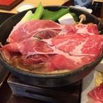 源氏総本店 - 牛肉はこんな感じです。この値段にしては 素晴らしいですよね。