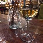 86679680 - グラス白ワイン