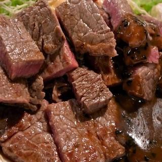 平日限定<ステーキランチ/800円~>。肉の枚数はお好みで。