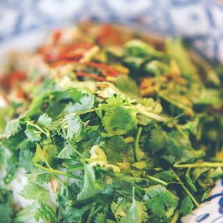 国産パクチーが彩るアジアン料理