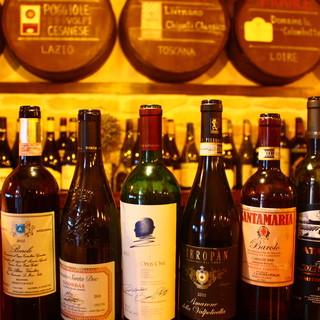 お酒の主役は『ワイン』グラス10種¥600~、ボトル100種
