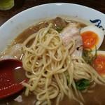 麺や 紡 - 熟成らー麺麺アップ
