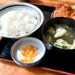 麦 - ご飯と味噌汁と漬物