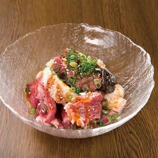 種類豊富なホルモンを秘伝の味噌ダレ&京風洗いダレで味わう!