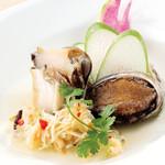 南国酒家 - (6/1~)アワビと冬瓜の長野県産 信州伝統野菜 ぼたんこしょう風味蒸し