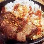 86699296 - 鉄板レアステーキ丼