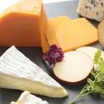 ヨーロッパ産チーズ ¥900~