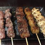 やきとり大助 - 焼鳥 レギュラーセット¥450(税別)。 たん、砂肝、レバー、つくね、鶏皮。 これはお得!