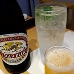 うまいもん屋 晴 - 瓶ビールとすだちの生搾りチューハイ