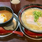 86714597 - 「55セット」(元祖らぁ〜めん+カレ〜丼、550円)。