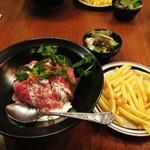 スタンド アンド オアシス - ランチ ローストビーフ丼。1501円