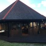 オクマ プライベートビーチ & リゾート - 海辺のレストランが夕食会場